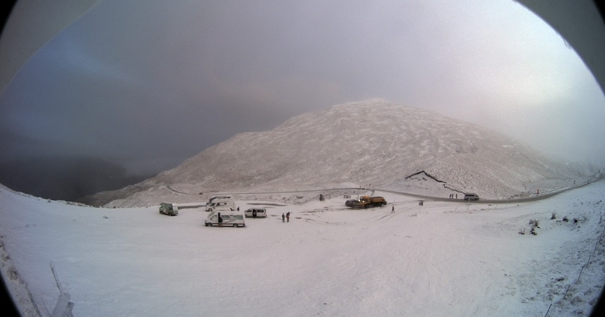 Snow on the Crown Range road summit around 8.40am today. Photo: MetService