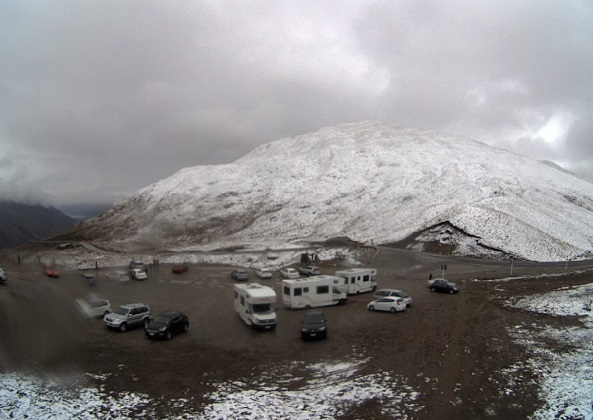 Snow on the Crown Range Road shortly after midday on Friday. Photo: MetService