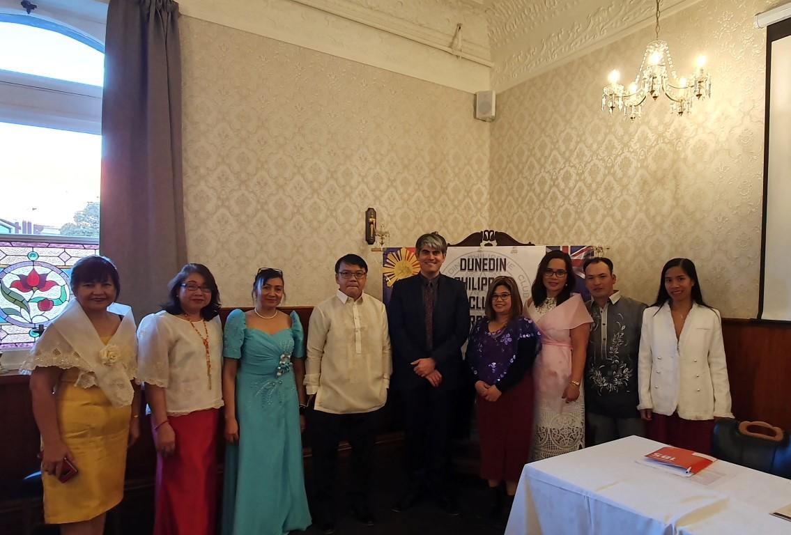 From left, Maria Roos, Fe Ramos, Erna Smith, Armando Clado, Jr. , Mayor Aaron Hawkins, Lynneth...