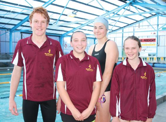 Fiordland业余游泳俱乐部游泳者参加了最近的南岛镇和...