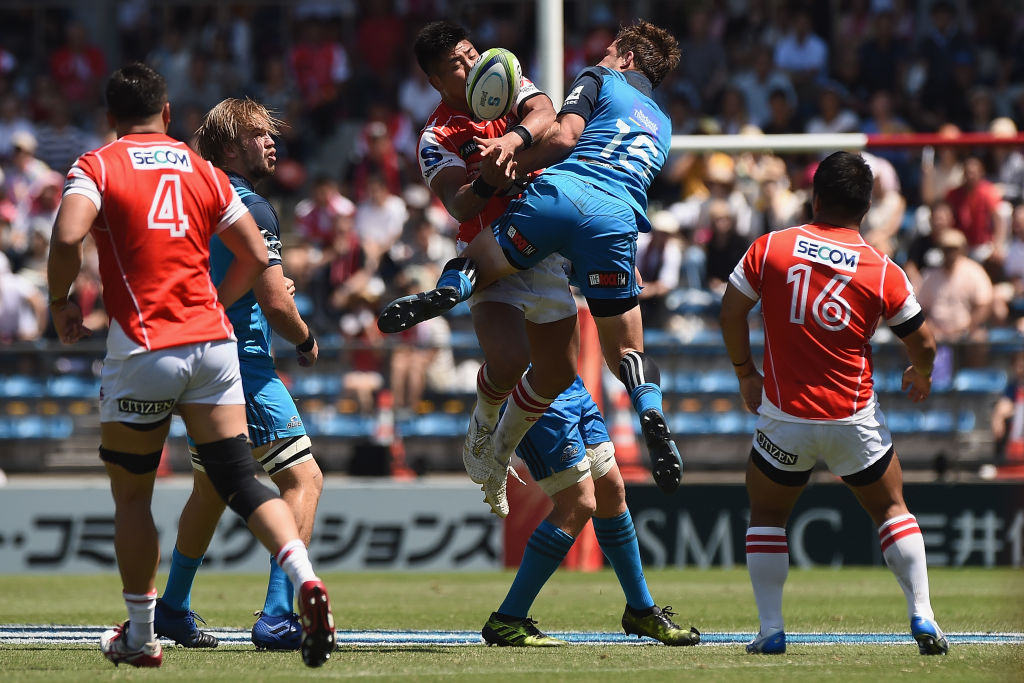 Shuhei Matsuhashi of the Sunwolves competes for the ball against Michael Collins of the Blues....
