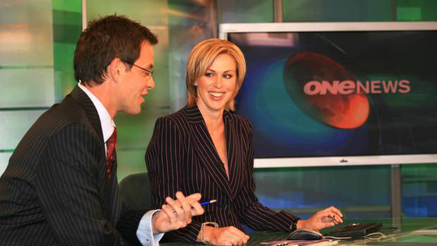 Simon Dallow and Wendy Petrie preparing for their first bulletin together presenting TVNZ's 6pm...