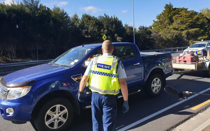 A police checkpoint on SH1 in Warkworth, north of Auckland. Photo: RNZ / Matthew Theunissen