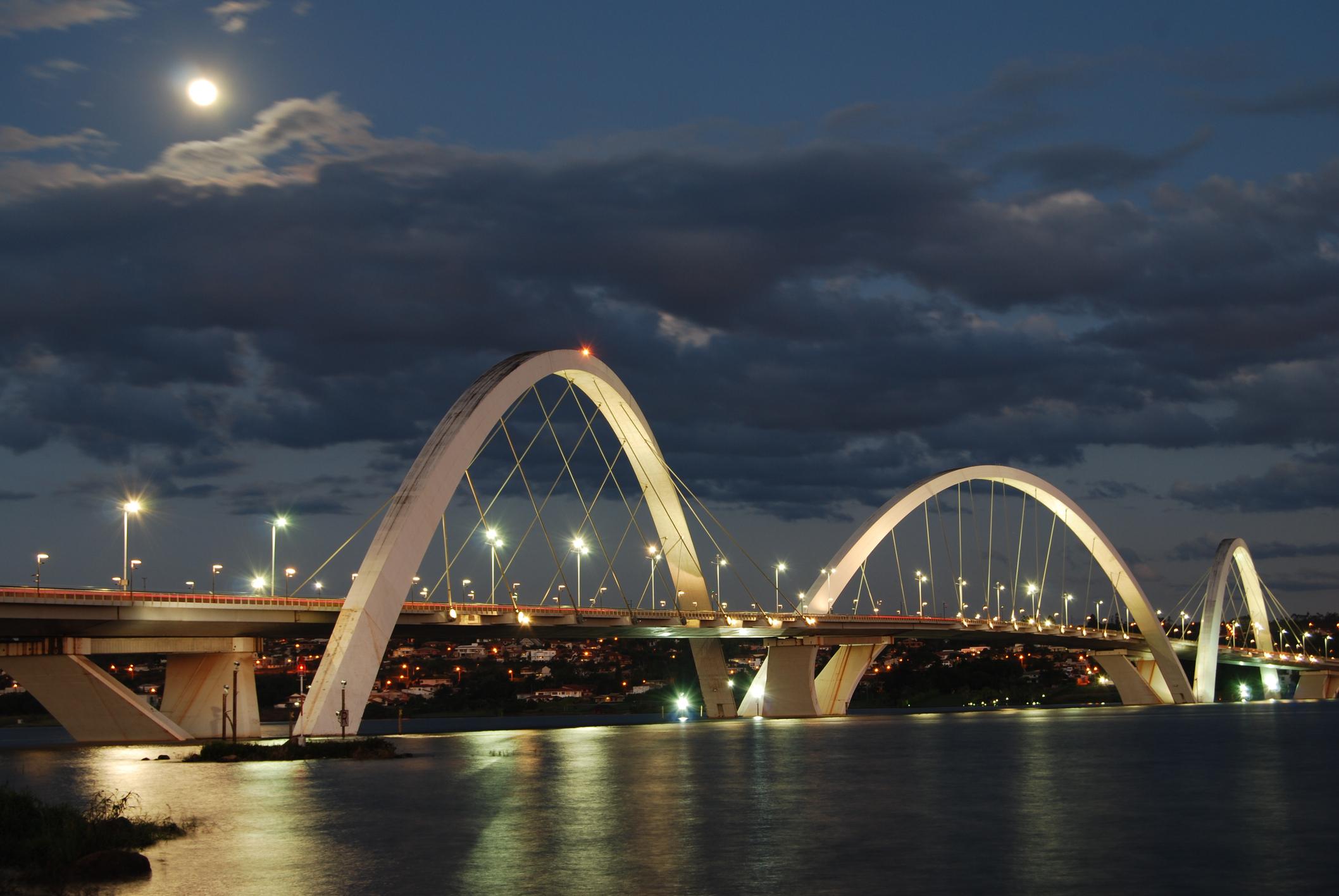 Ponte JK (juscelino Kubitschek Bridge) is one of the three bridges that cross Lake Paranoa in...