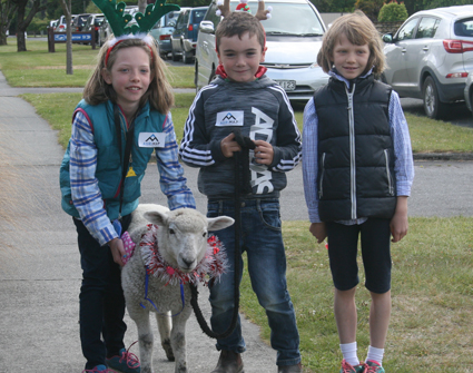 IMG 6522: 9 year old Isabella Speight, 9year old Geordie Macdonald and 7 year old Tara Speight...