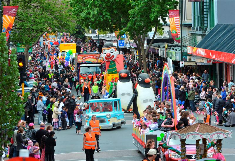 Santa parade crowd-pleaser | Otago Daily Times Online News