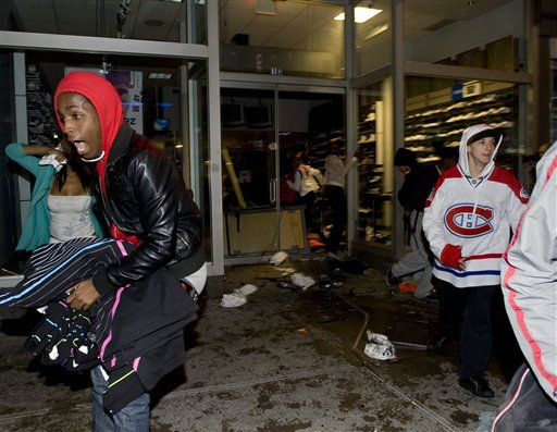 wholesale dealer 8f603 a25b7 Shops looted as ice hockey fans riot in Monteal | Otago ...