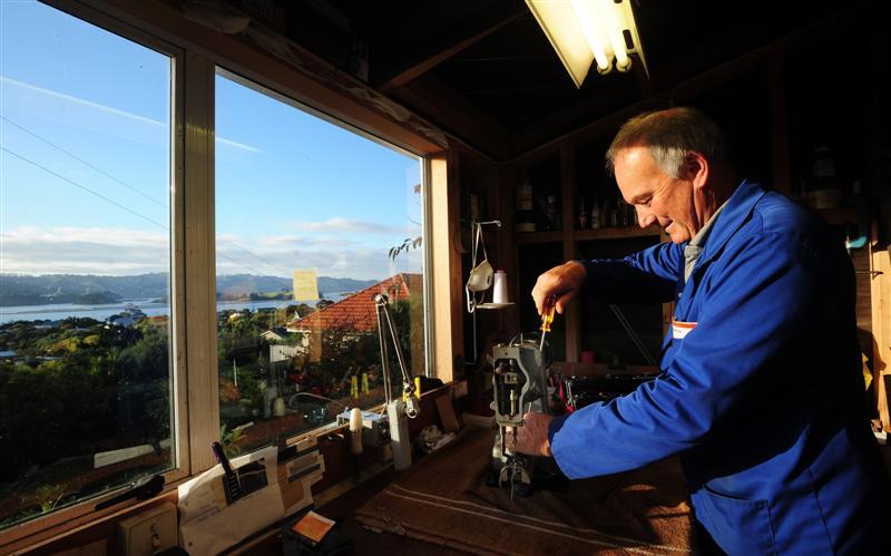 Sewing machine mechanic makes a job of it – Machine Mechanic