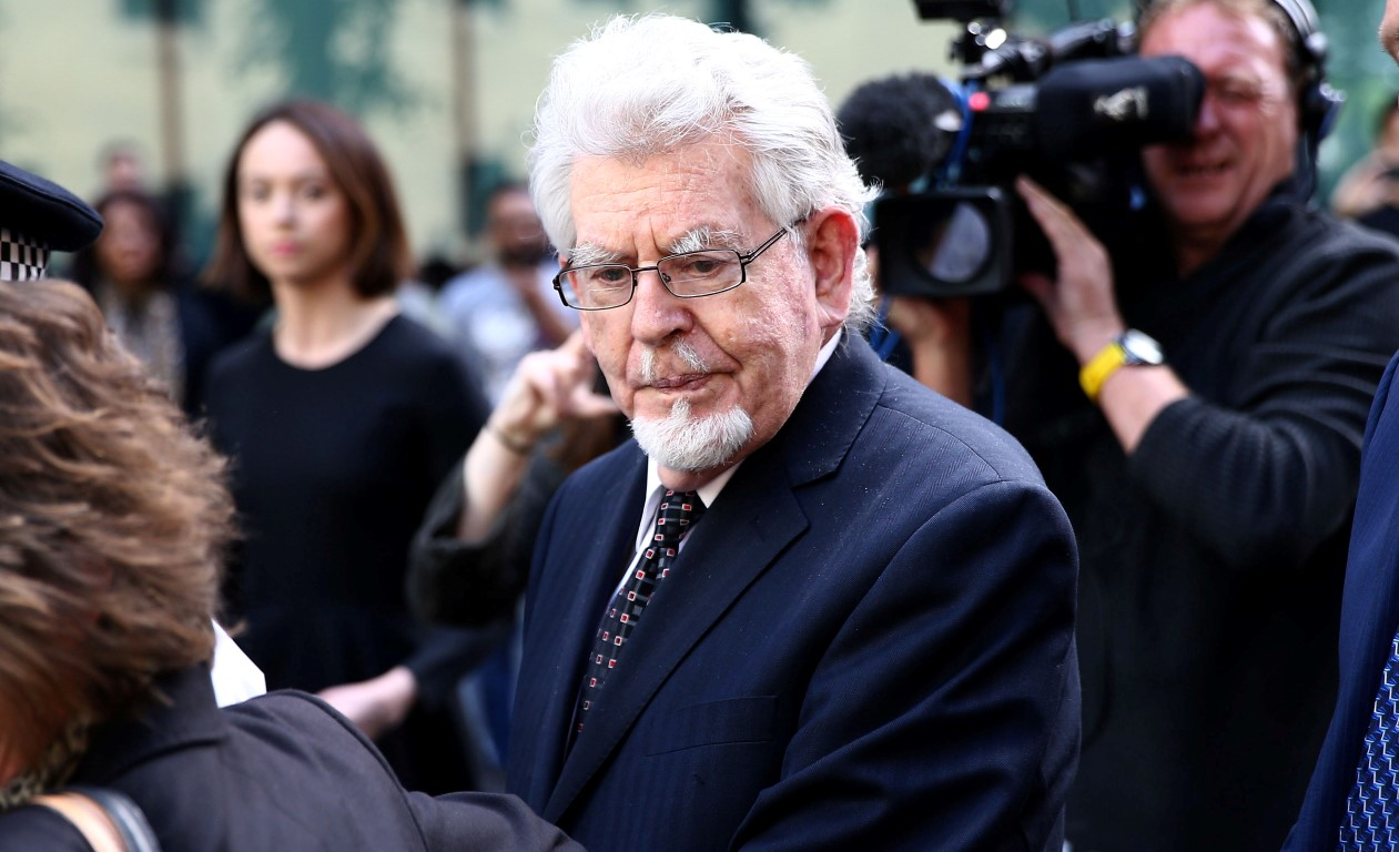 Rolf Harris walks free after sexual assault trial