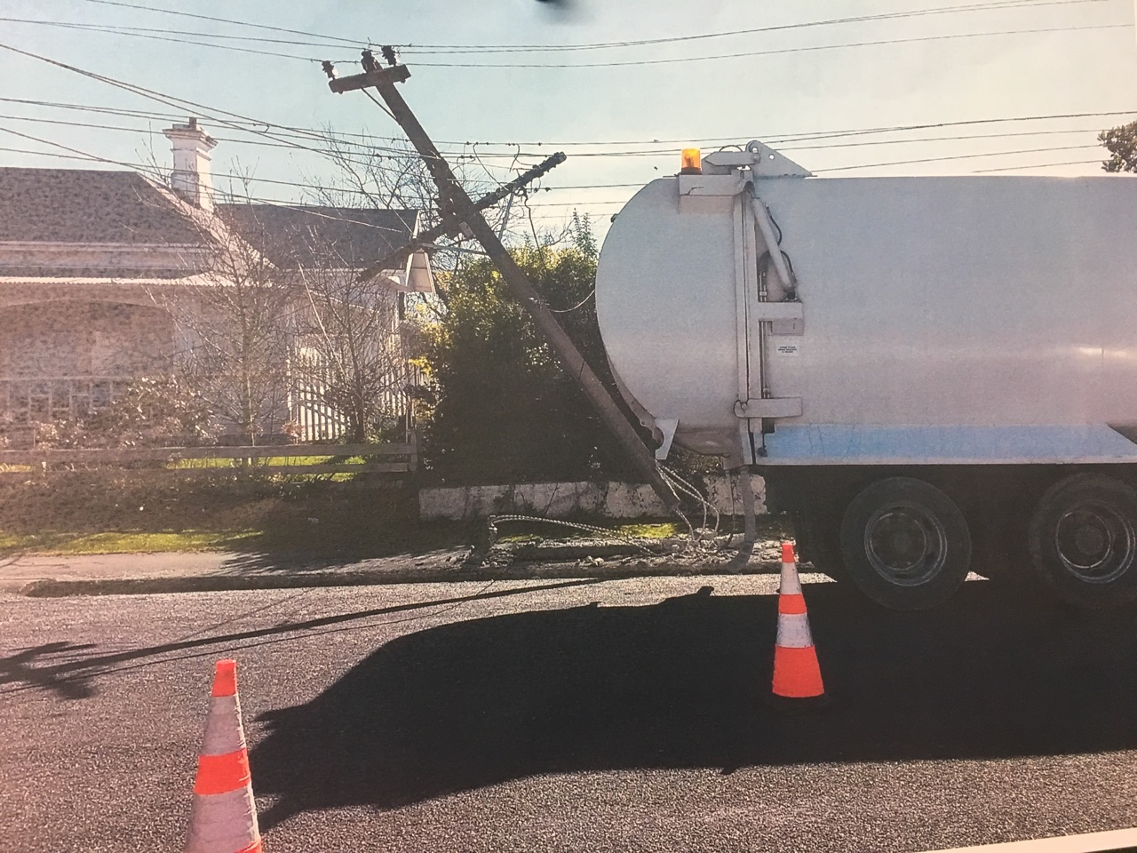 Truck knocks out power in Waimate