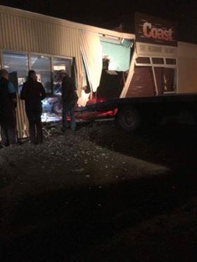 Car crashes into Kakanui cafe