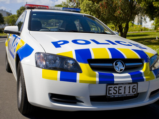 Police hunt for escaper in central North Is