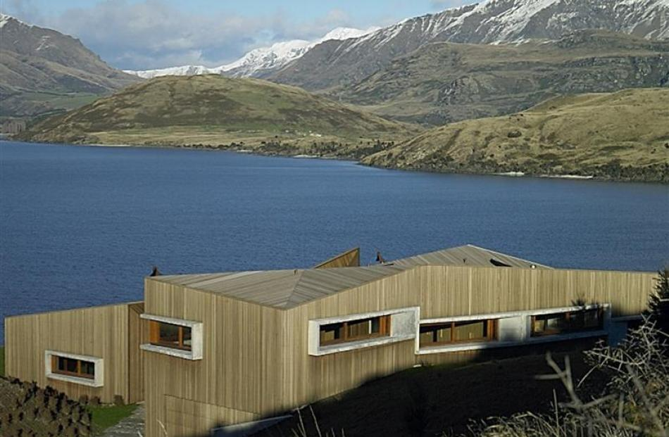Te Kaitaka nestles in its dramatic landscape, with views of the Southern Alps and Lake Wanaka.
