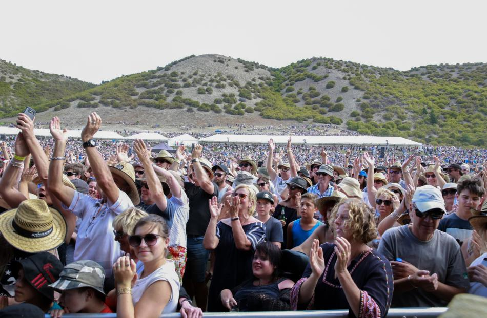 Concert-goer says several ill from heat