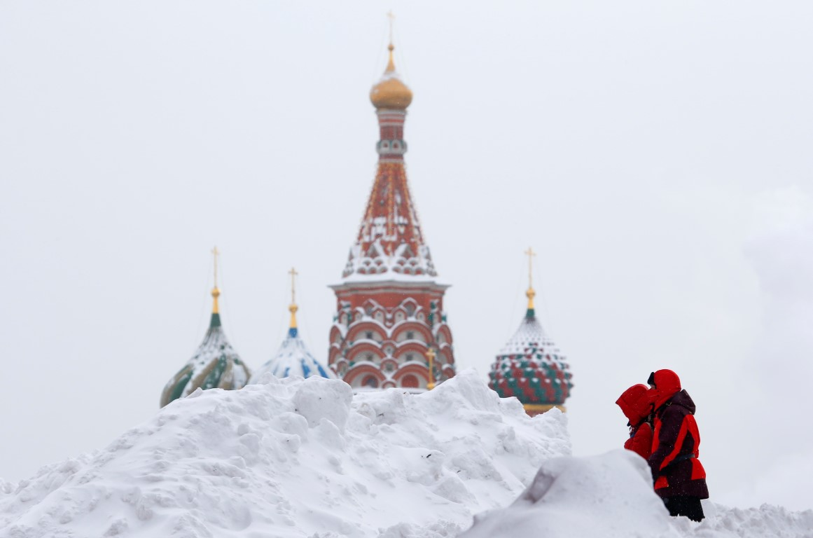 At Least One Dead as Heavy Snow, Freezing Rain Batters Russia