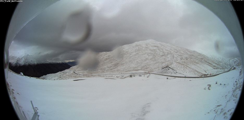 The Crown Range Rd coated in snow this morning. Photo: MetService