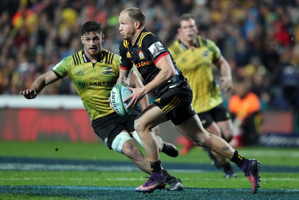 Marty McKenzie runs the ball up for the Chiefs against the Hurricanes. Photo: Getty