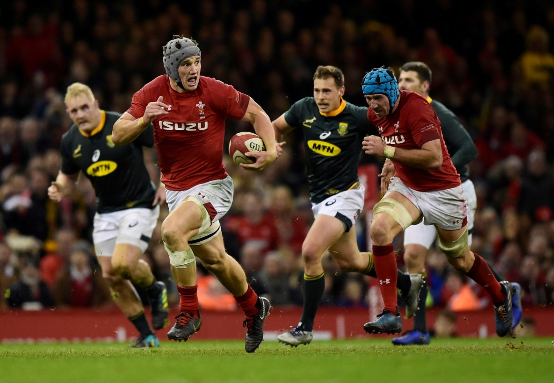 Jonathan Davies runs the ball up for Wales against South Africa. Photo: Reuters