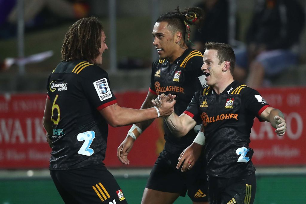 Chiefs players celebrate a try scored by Brad Weber (R). Photo: Getty
