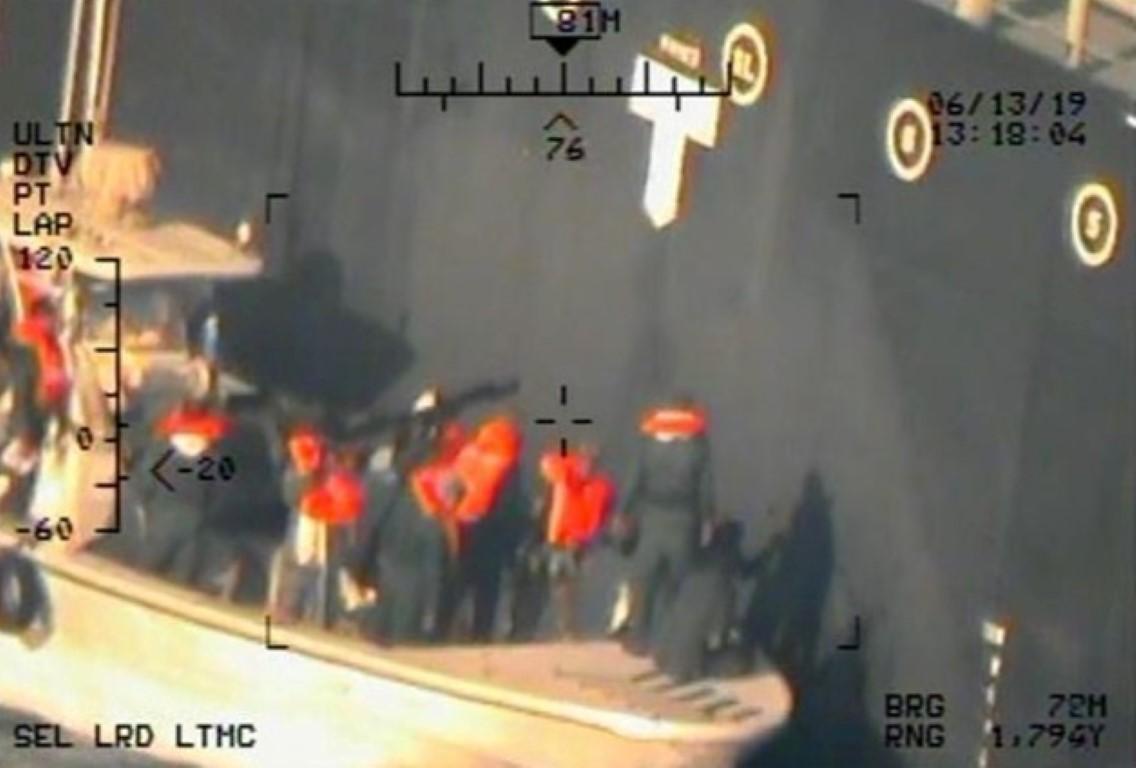 五角大楼所说的图像来自美国海军的MH-60R直升机,显示了...