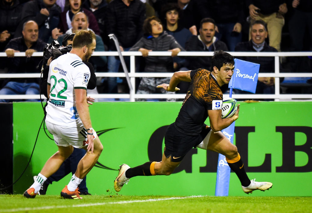 Matias Moroni runs in to score for the Jaguares against the Chiefs. Photo: Getty
