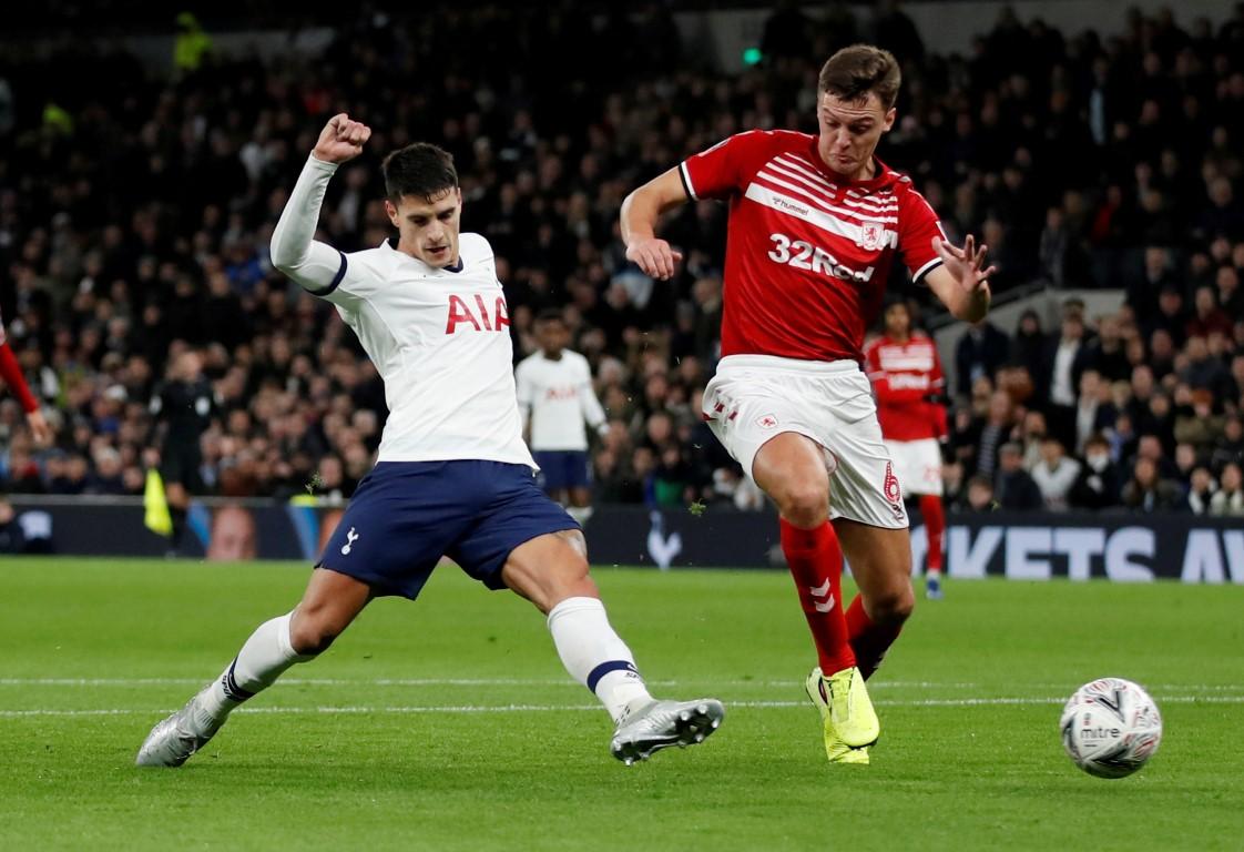 Tottenham Hotspur's Erik Lamela (L) scores their second goal against Middlesbrough. Photo: Reuters