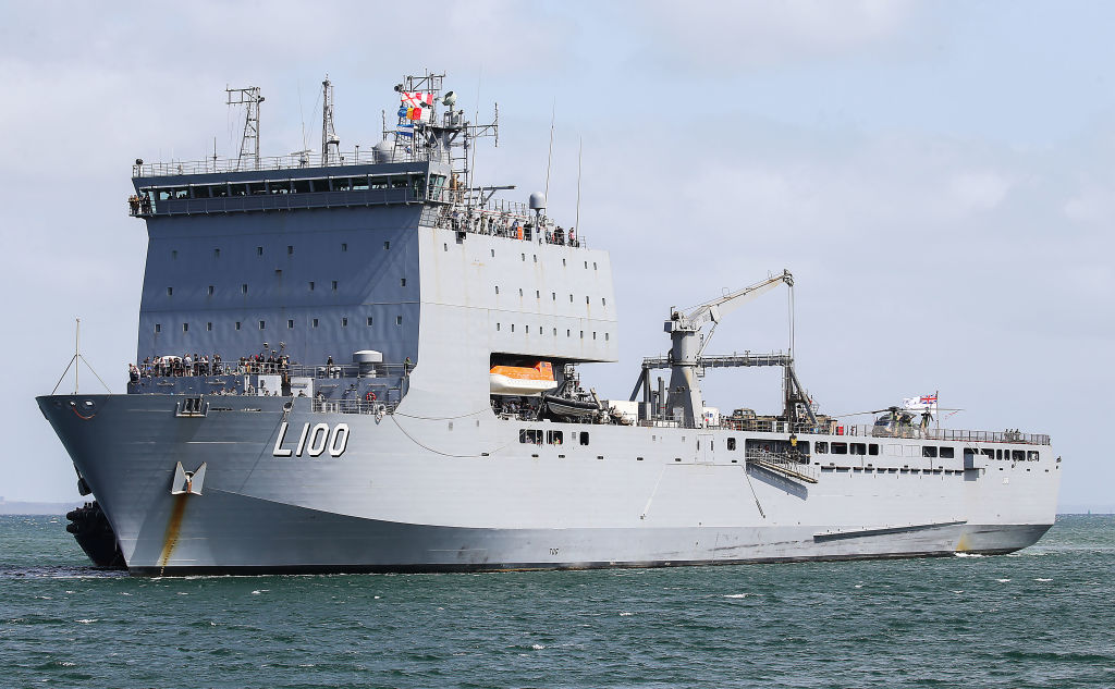 Australian Navy ships beer to wildfire-struck town