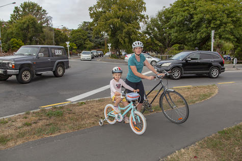 Jaclyn Pow and her daughter Olivia at the Barrington St/Cashmere Rd roundabout. Photo: Geoff Sloan