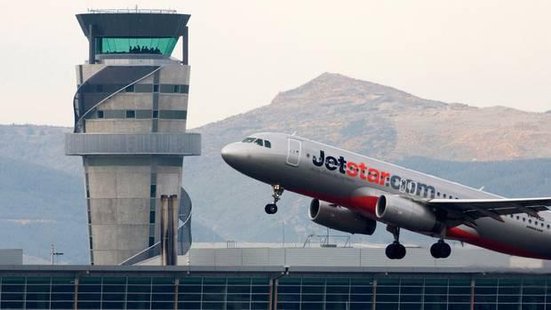 Jetstar is returning to Kiwi skies today. Photo: NZ Herald / File
