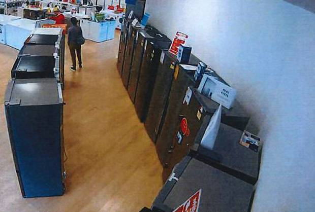 Security camera footage captures Wong Wai Fat and Li Hao shopping for a large fridge. Photo:...