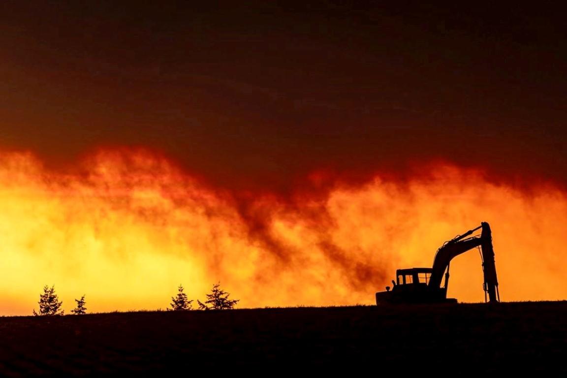 Fire is seen in Salem City, Oregon. Photo: ZAK STONE/via REUTERS