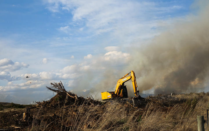 Diggers and bulldozers are still being used at the site of the Lake Ōhau fire. Photo: RNZ / Tess...