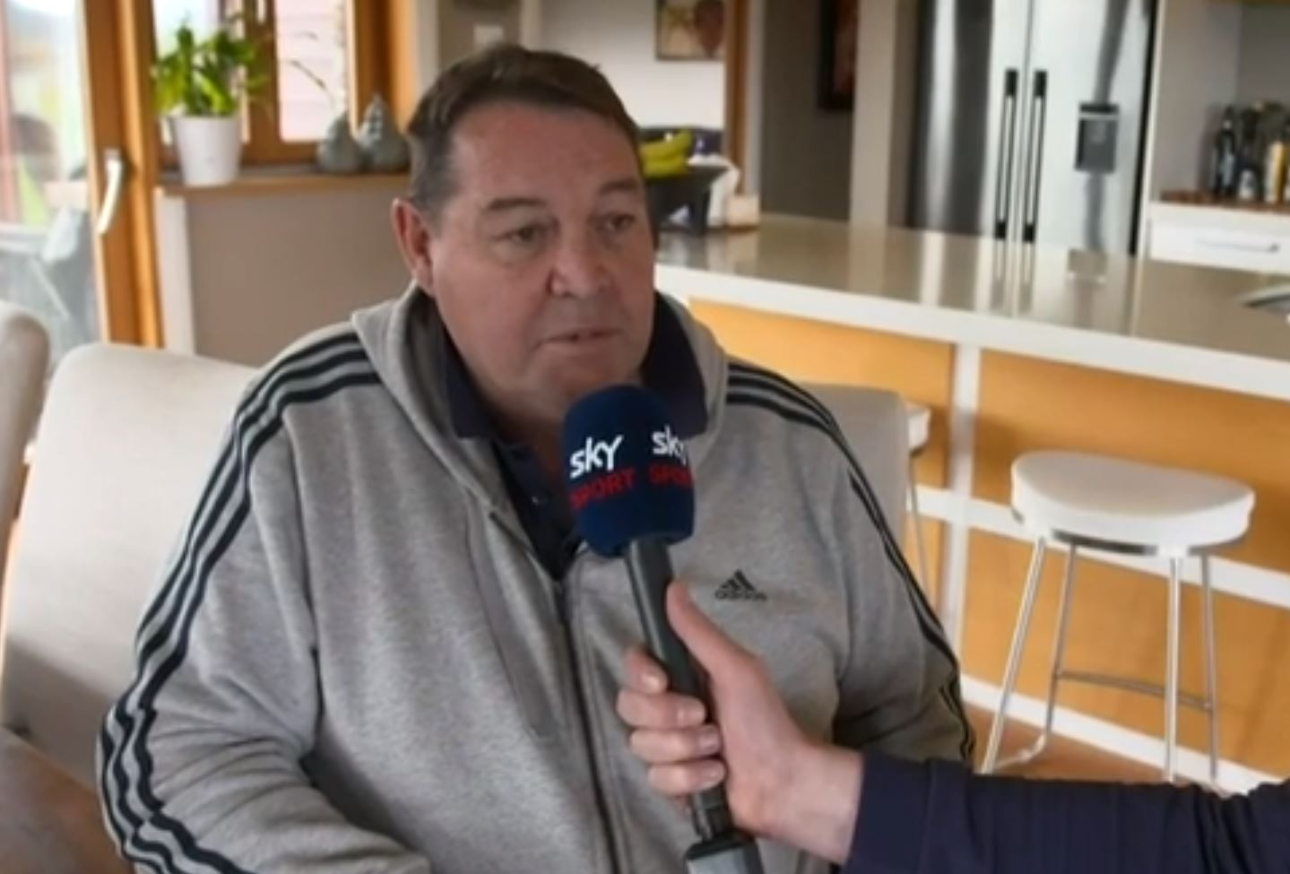 Former All Blacks coach Steve Hansen joins the show for a quick chat on life after the All Blacks...