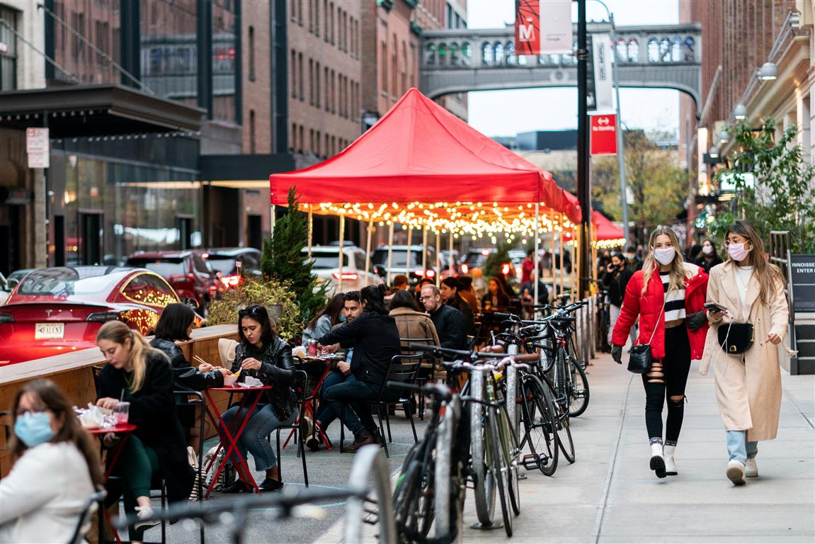People enjoy outdoor dining in New York City. Photo: Reuters