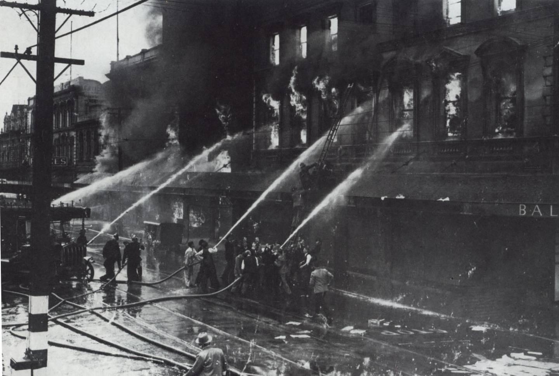 Ballantynes Fire Tuesday, November 18, 1947. Photo: Christchurch Star Archive