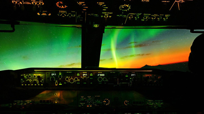 Book a flight to the Southern Lights. Photo: Shandell Venegas, Unsplash