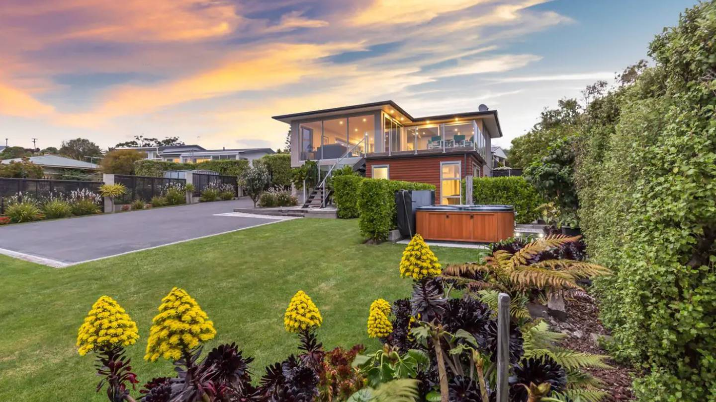 This property at 246 Cannon Hill Crescent, Mt Pleasant, sold for $1.2 million. Photo: Ray White