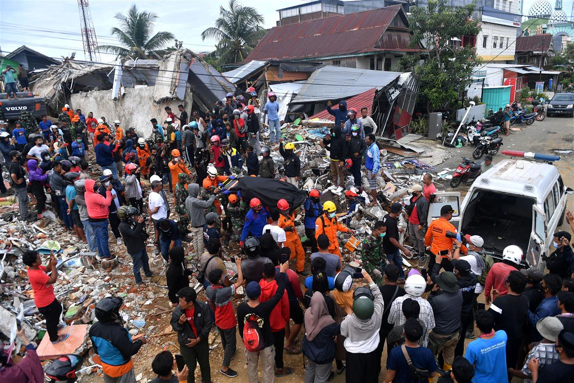 Aftershock rocks Indonesia's natural disaster zone as death toll continues to rise