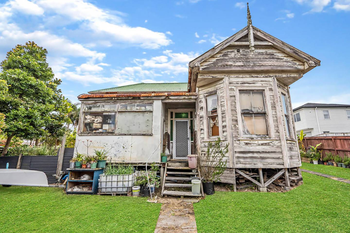 It may not be the flashest home on the block, but this Great North Rd villa in Avondale sold for...