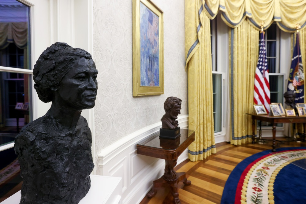 Busts of civil rights leader Rosa Parks and President Abraham Lincoln. Photo: Reuters