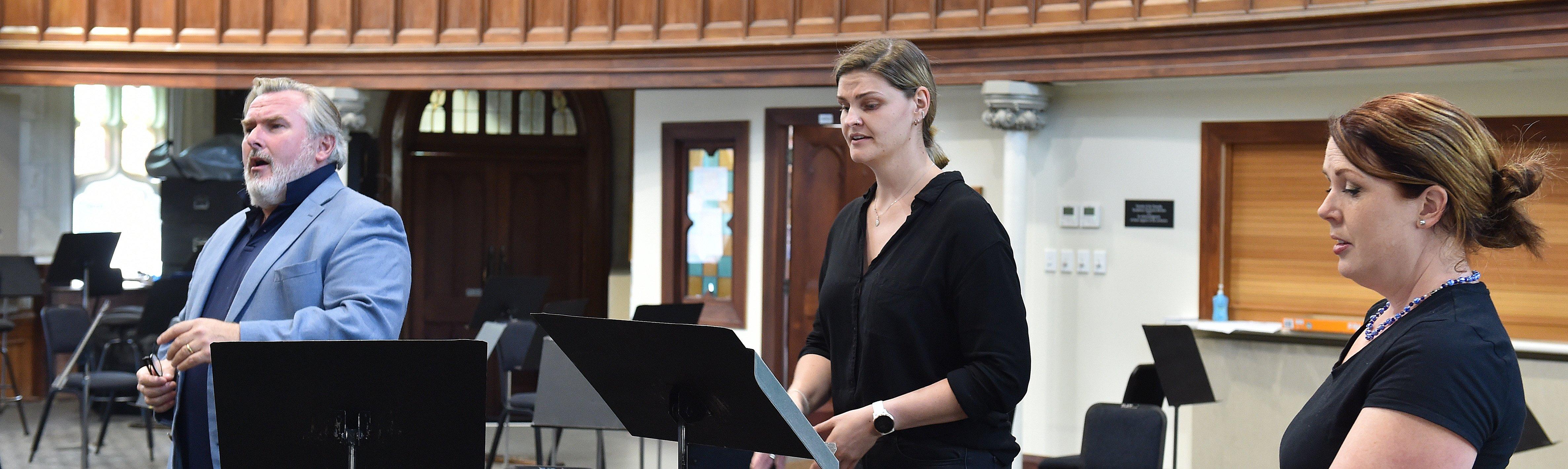 Simon O'Neill, Rhiannon Cooper and Anna Lease rehearse at Hanover Hall before Saturday night's '...