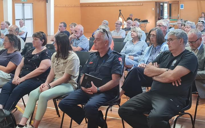 Amberley residents listen to the speakers outline the latest update on the tyres. Photo: RNZ /...