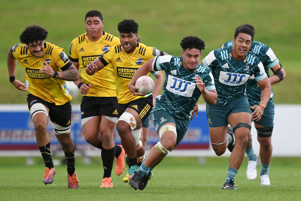 Giovanni Leituala of the Highlanders makes a break against the Hurricanes. Photo by Kerry...