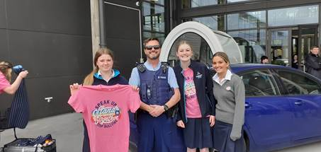Prizewinner Emma Menzies with Constable Rick Groen and leaders Bella Groen and Ashley Webster....