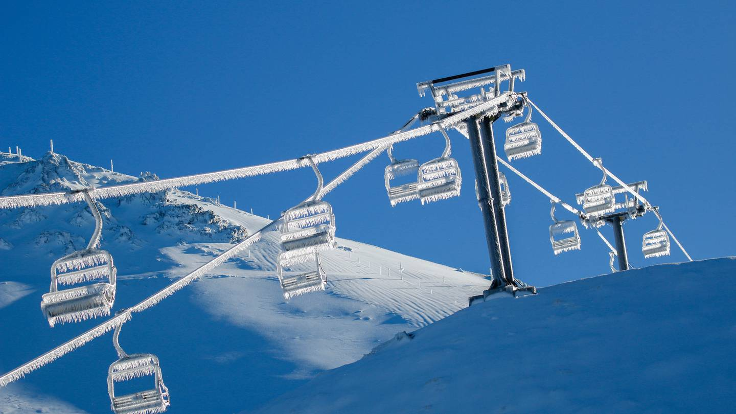 Four to five metres of fresh snow has fallen at Mt Hutt Ski Area over the last two to three days....