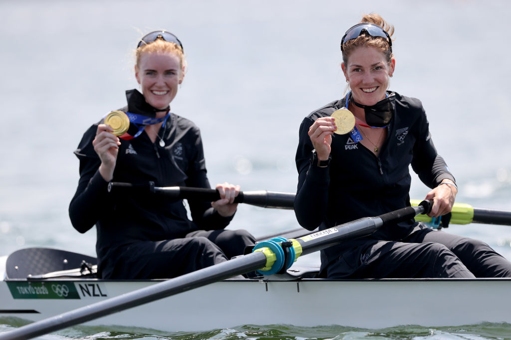 Grace Prendergast and Kerri Gowler from New Zealand with gold medal at the award ceremony. Photo: Picture alliance via Getty Images