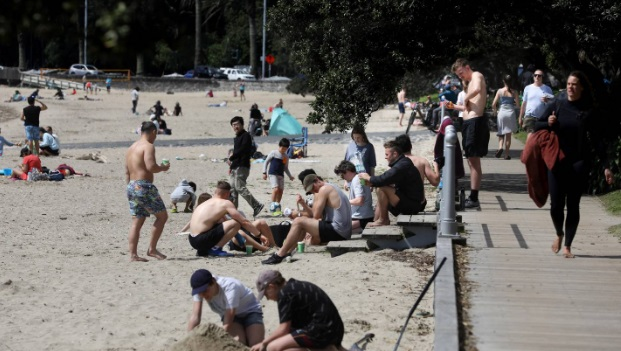 Aucklanders at the beach on the first Saturday of level 3. Photo: NZ Herald