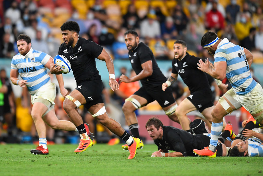 Hoskins Sotutu runs the ball during The Rugby Championship match between the Argentina Pumas and the New Zealand All Blacks. Photo: Getty Images