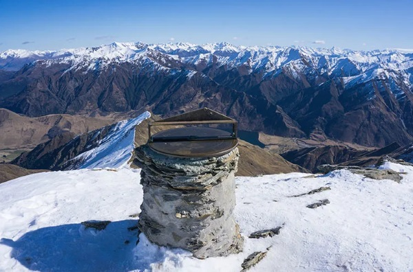 The Ben Lomond plinth and alidade at the summit. Photo: Mountain Scene