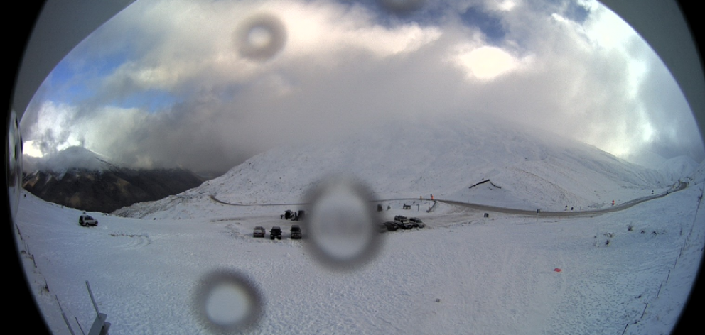 The Crown Range Rd on Sunday morning. Photo: MetService